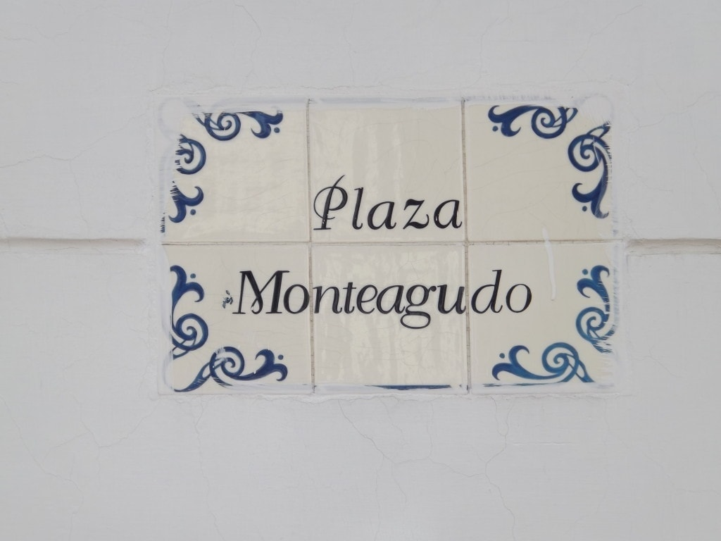 Sucre Street Signs