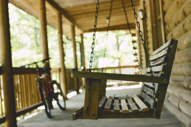 swinging-chair-log-cabin