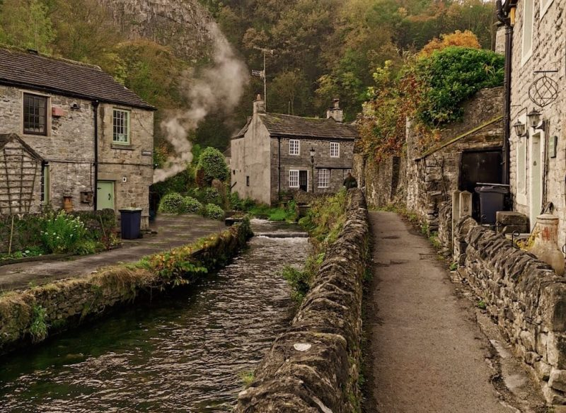 castleton - Places to Visit in the Midlands